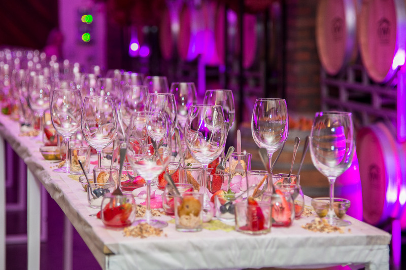 Roodeberg strawberry rose table (3)